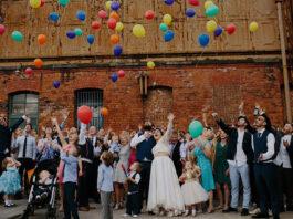 Młodzieżowa sukienka na wesele